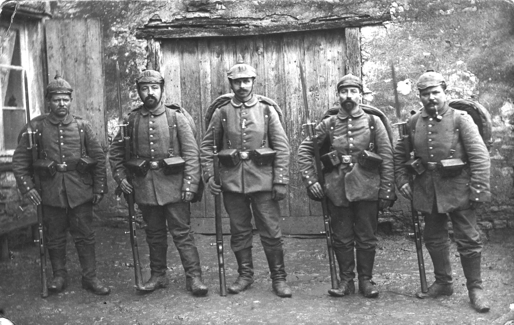 Group of German soldiers with Mausers with M71 bayonets