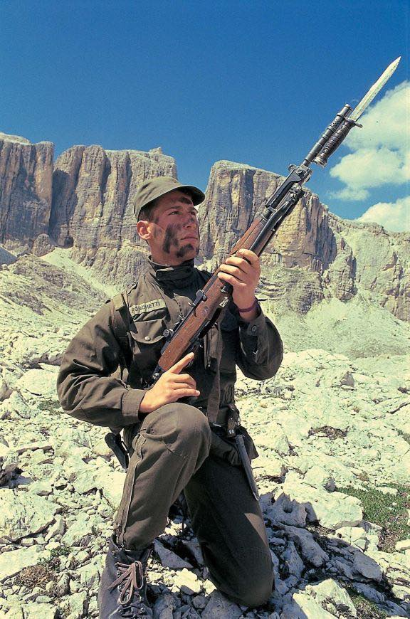 Italian mountain soldier with BM59 bayonet