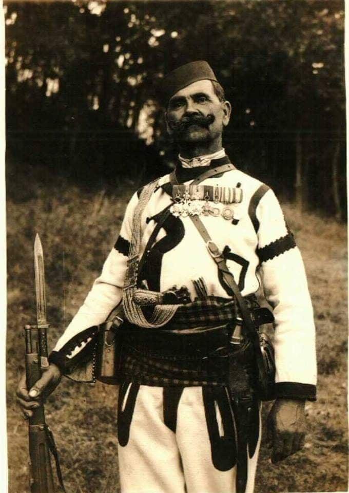 Serbian soldier with Mannlicher bayonet