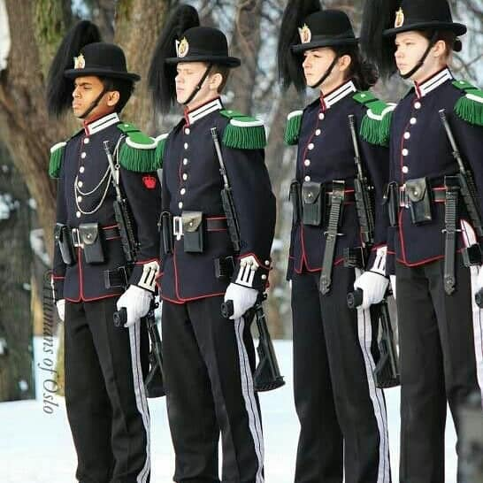Spanish guards with KCB bayonets