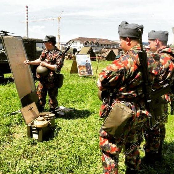 Swiss in Alpentarn camo with  Stg57 bayonet