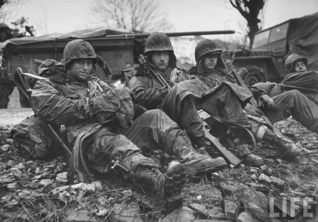 US soldiers with M4 bayonet, WWII